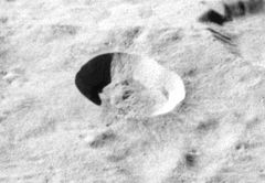 Giordano_Bruno_crater_AS16-M-3008_ASU.jpg