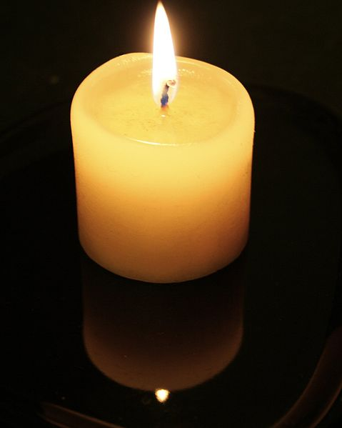 479px-Candle-flame-and-reflection.jpg